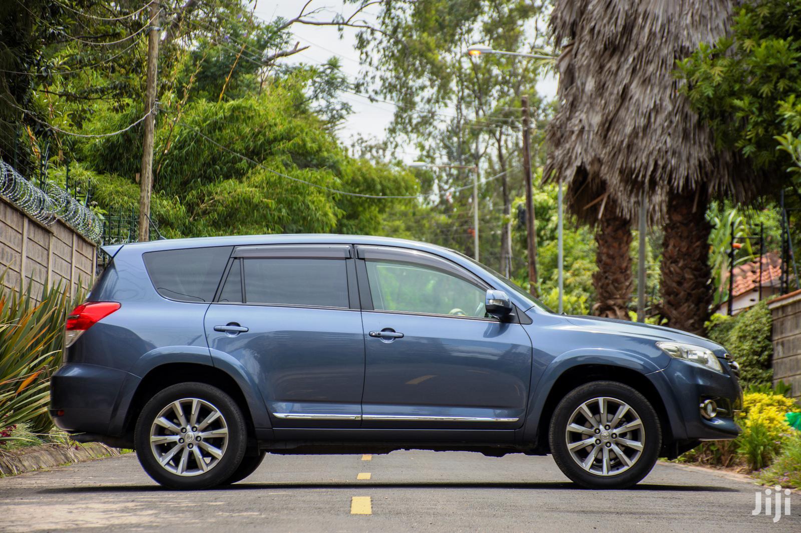 Archive: Toyota Vanguard 2013 Blue