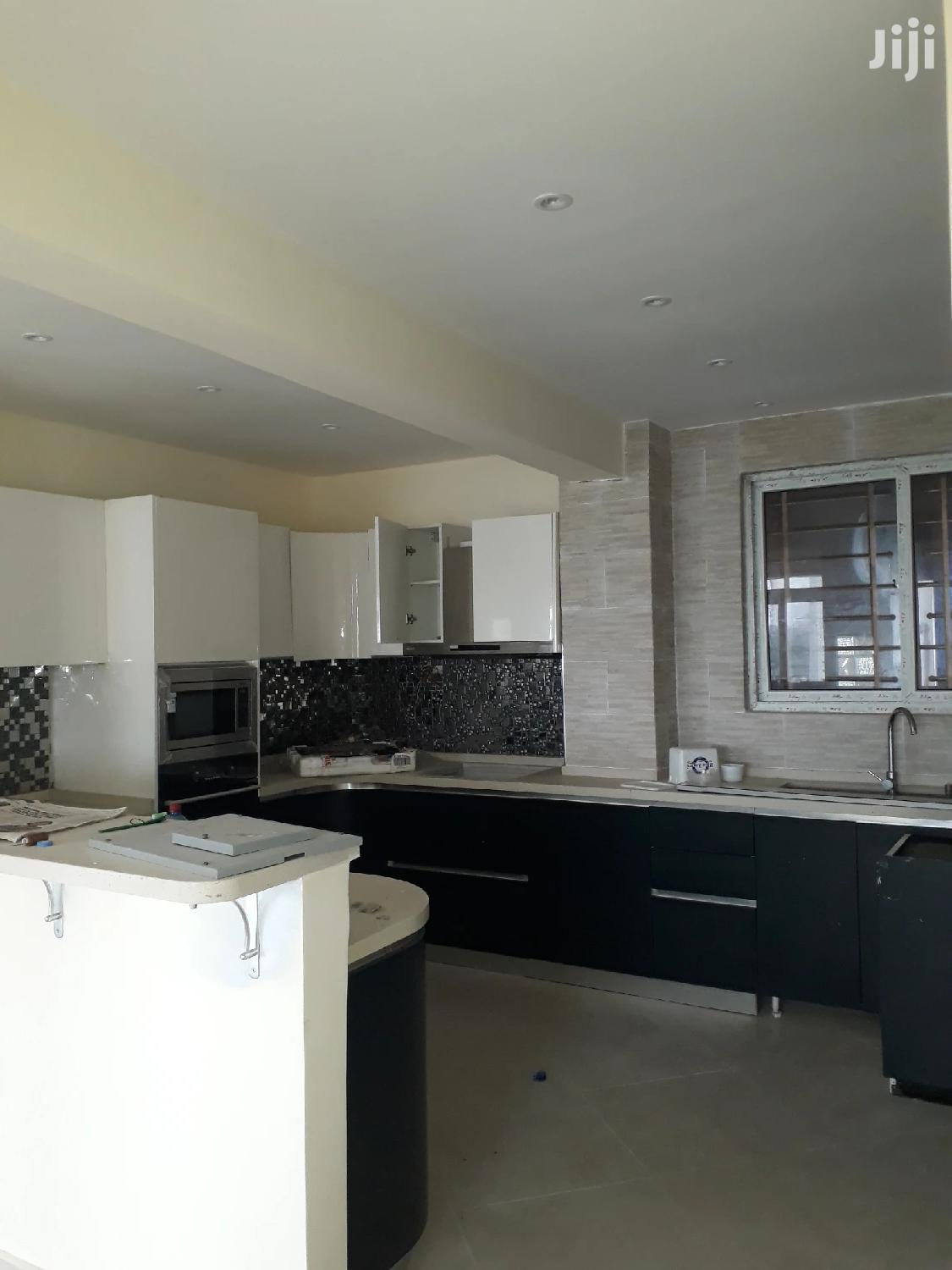 3 Bedrooms Flats For Sale