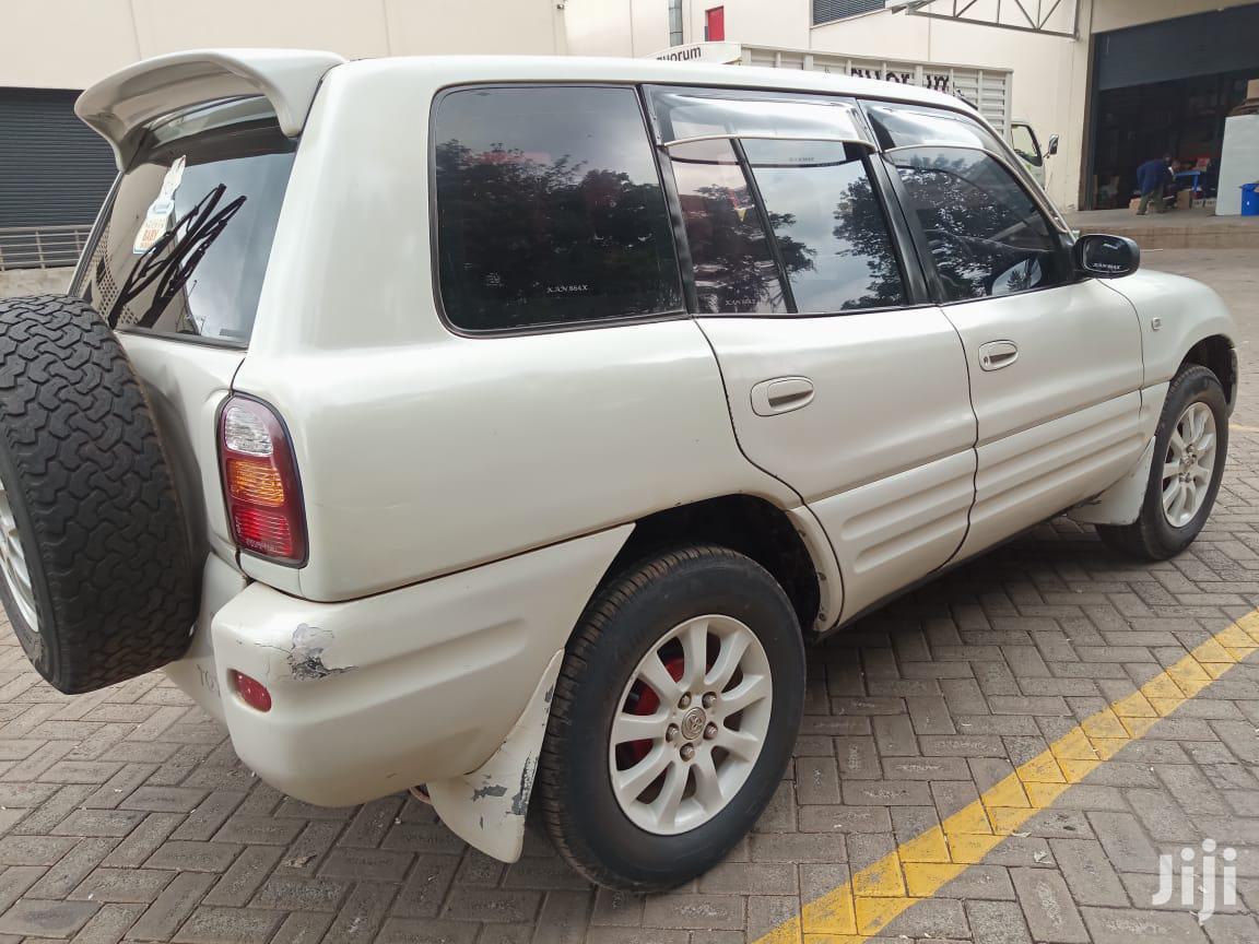 Archive: Toyota RAV4 1998 White