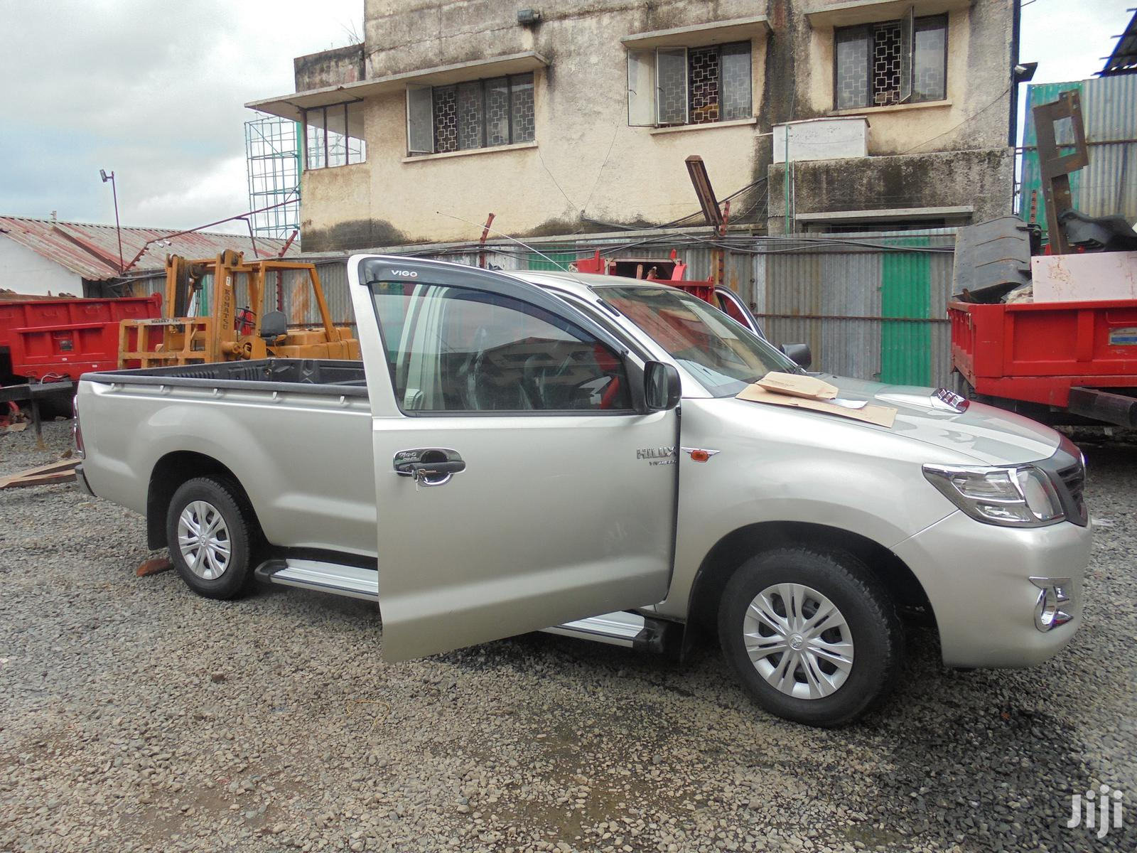 Archive: Toyota Hilux 2013 Silver