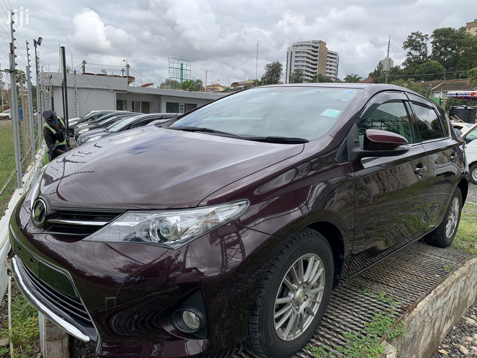 Toyota Auris 2014 Purple