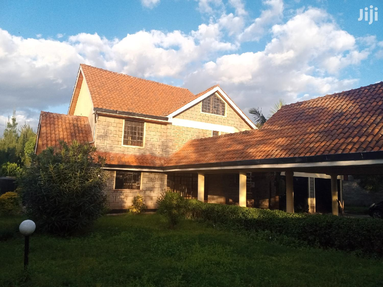 Archive: Executive Four Bedrooms For Rent