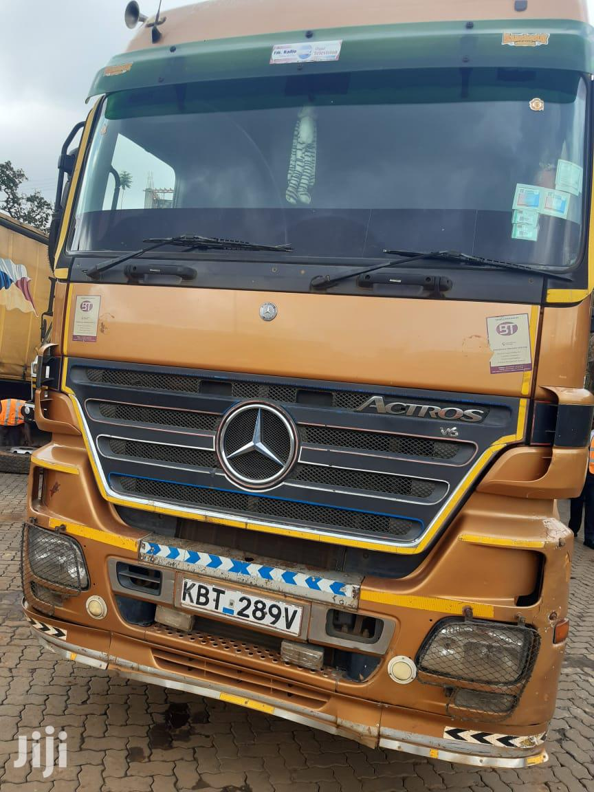 Archive: Actros MP2 With Side Loader Trailer