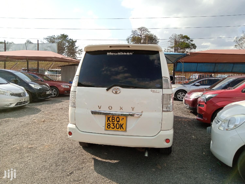 Archive: Toyota Voxy 2005 White