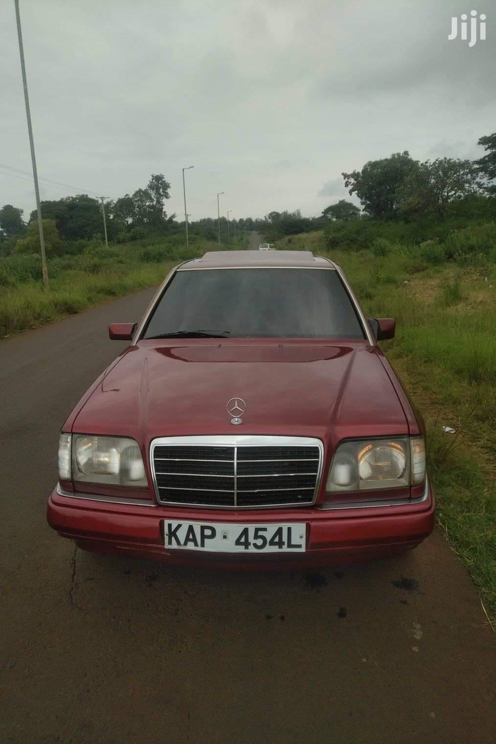 Archive: Mercedes-Benz E220 1992 Red